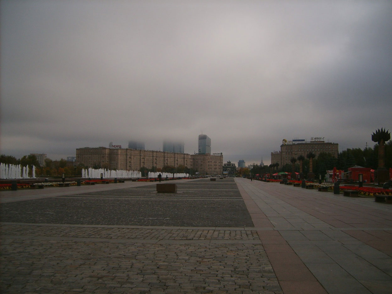 Тучи над городом стали
