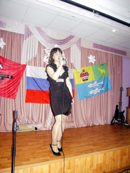 """Мария Левкова с песней """"А снег идёт""""."""