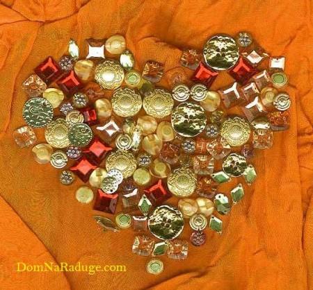 гламурное сердечко из пуговок